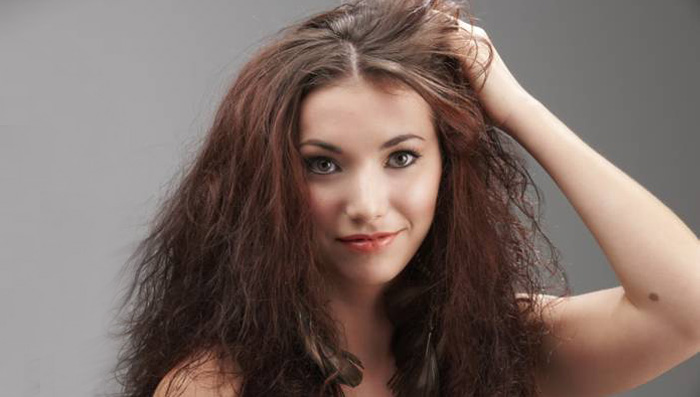 How to Get Rid of Frizzy Hair in Summer