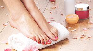5 Easy Ways to Get Rid of Cracked Heels