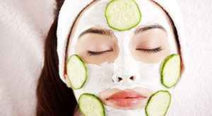 How to Do a Fruit Facial At Home